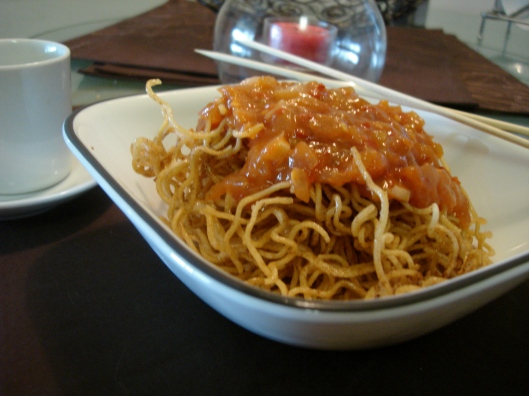 Crispy noodles with schezwan sauce
